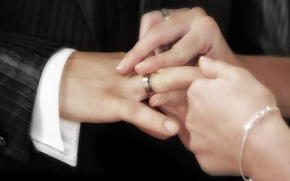 婚内出轨起诉离婚该怎么办