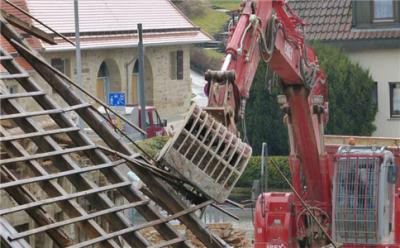 地面施工和地下设施致人损害如何承担责任