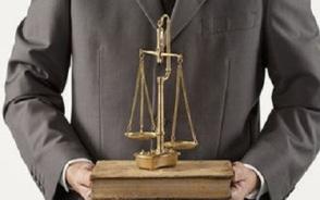 哪些人不可以当诉讼辩护人?有什么法律规定?
